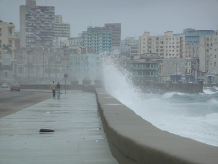 Kuba Malecon in Havanna bei Sturm